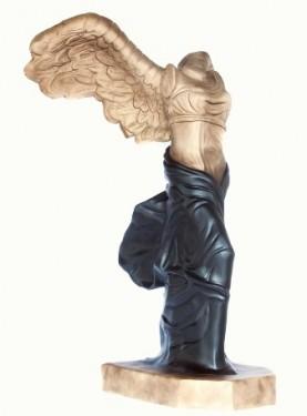 001 VICTOIRE ? Sculpture Résine et poudre de marbre 295 x 160 x 200 cm Radia BIAZ LAHLOU